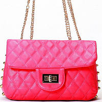 Женская сумка  в стиле Chanel малинового цвета