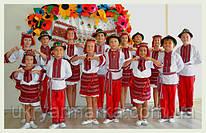 """Ансамбль українського танцю """"Світанок"""" у концертному одязі із Коломиї."""
