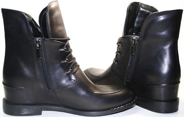 Черные ботильоны на танкетке - самый женственный вид обуви.