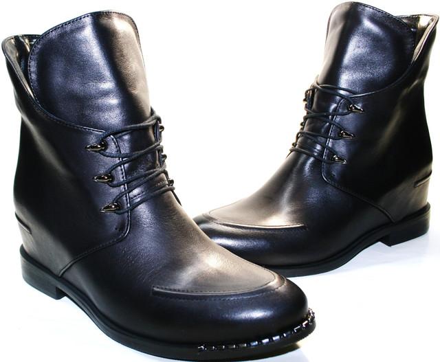 Черные ботильоны на танкетке - обувь для королев