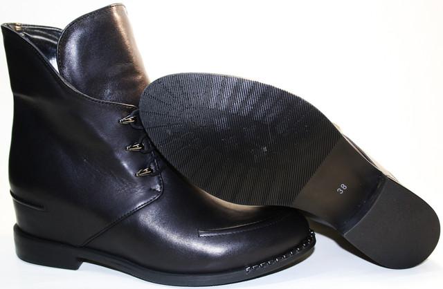 Осенние ботинки женские с каблуком 1,5 см и скрытой танкетке. Полная высота танкетки 7 сантиметров.