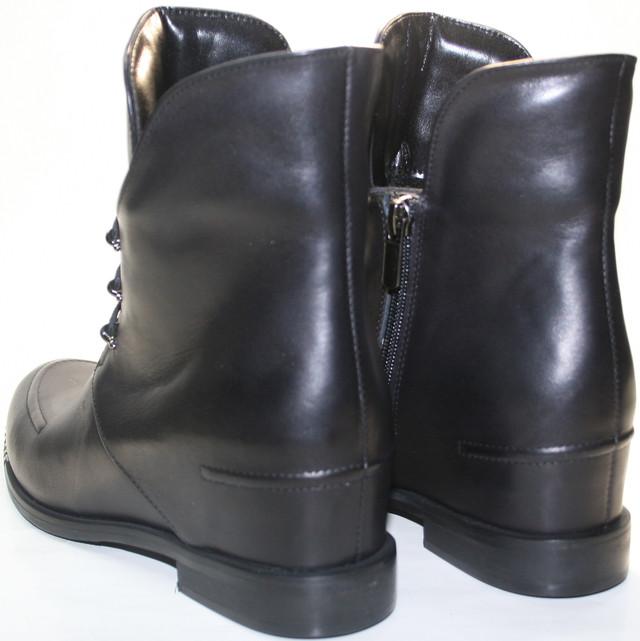 Осенние ботинки женские - на первый взгляд это обычные ботинки с высоким задником на низком ходу.
