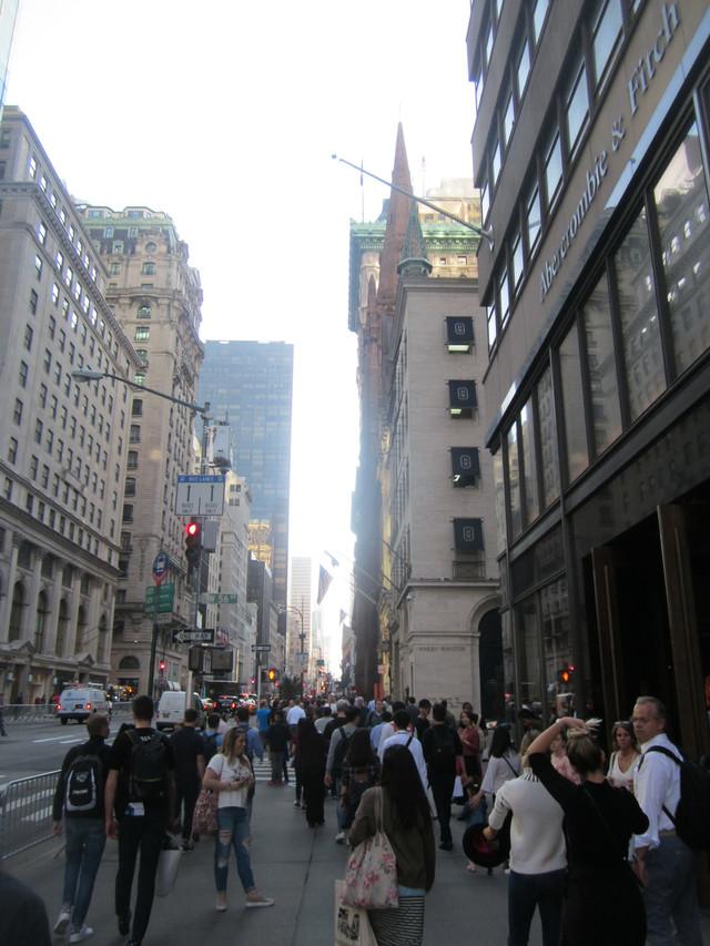 Раздел Платья с вырезом - фото teens.ua - Нью-Йорк,5 авеню,магазин Abercrombie & Fitch