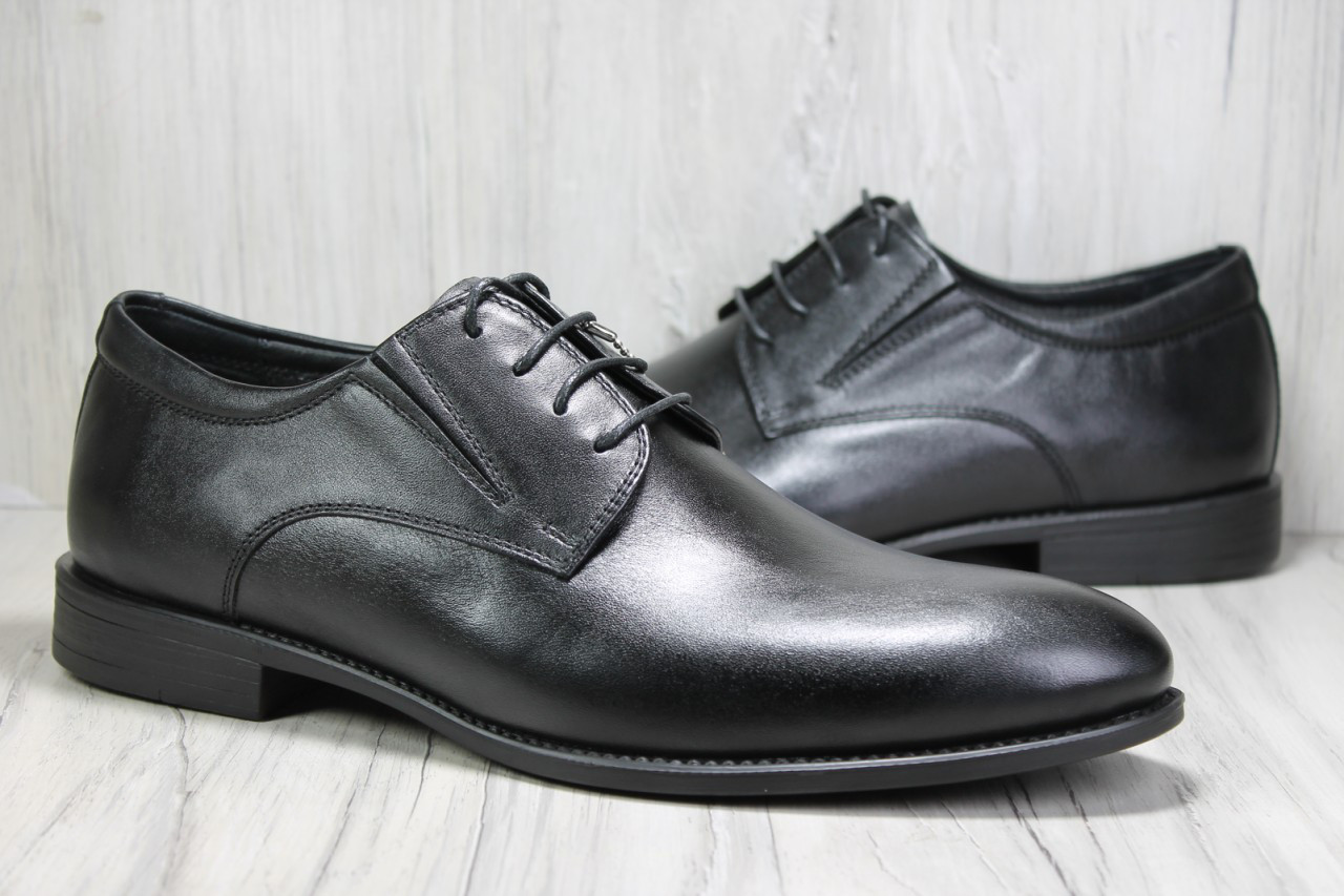 Кожаные мужские классические туфли под брюки Bertoni