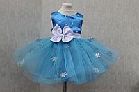 """Нарядное платье на девочку """"Голубая снежинка""""  с серебреными снежинками"""
