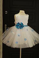 """Нарядное платье на девочку """"Снежинка"""" с голубыми снежинками без рукавов"""