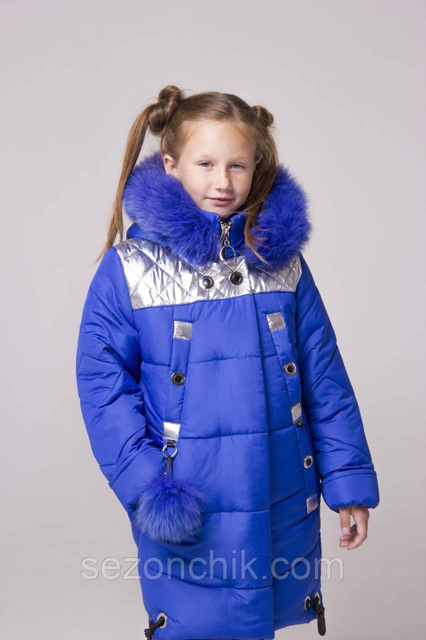 Яркая зимняя куртка для девочки удлиненная с капюшоном