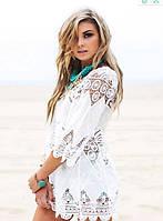 Красивая белая кружевная пляжная туника-накидка.