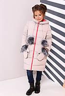 Детское зимнее полупальто с модным капюшоном и меховыми помпонами
