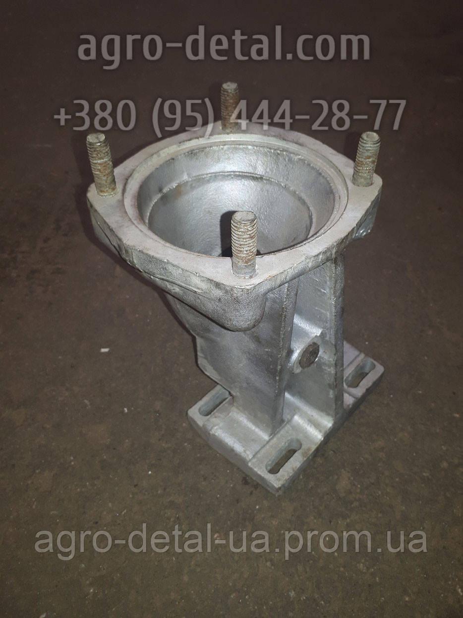 Патрубок 19-12С15Б воздухоочистителя двигателя СМД 18,СМД 20 комбайна НИВА