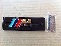 Надпись М в решетку радиатора BMW
