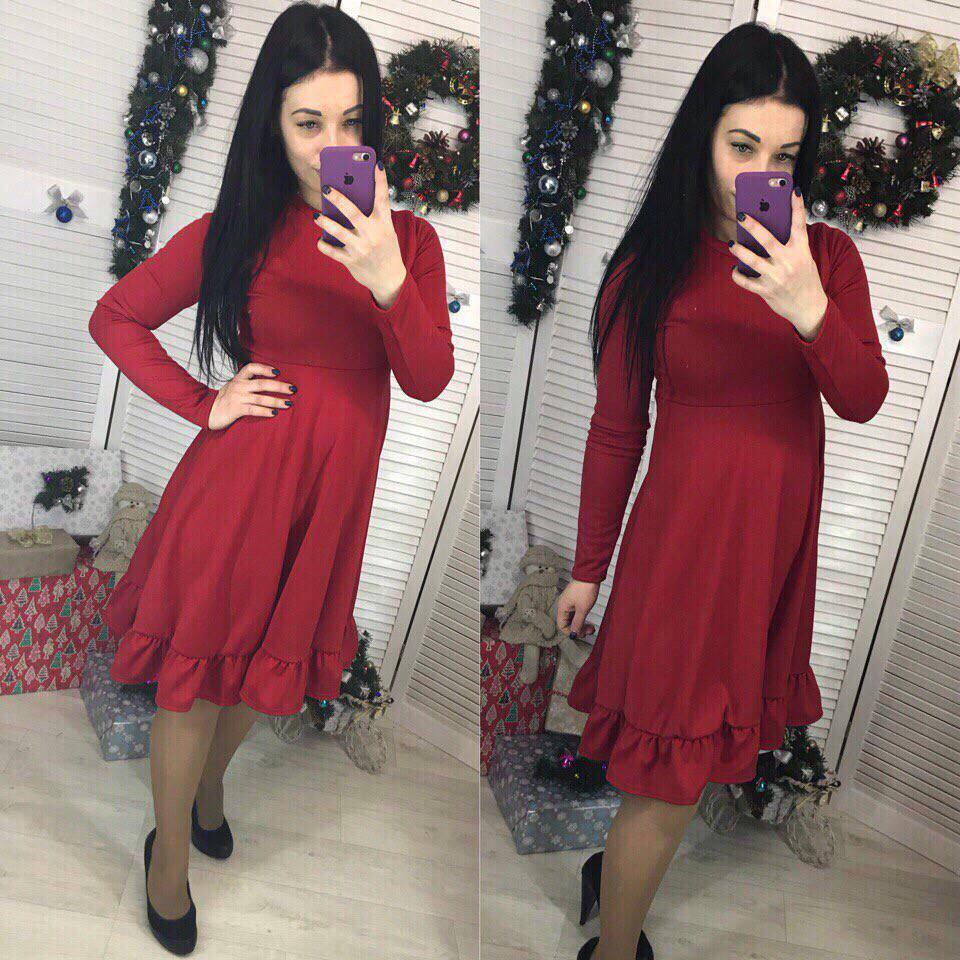 Свободное женское платье с завышенной талией