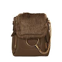 Серый стильный рюкзак с мехом