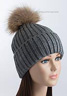 Женская вязаная шапочка с отворотом и помпоном Динара серая