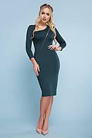 Демисезонное платье миди облегающее рукав три четверти впереди цепочка изумрудное