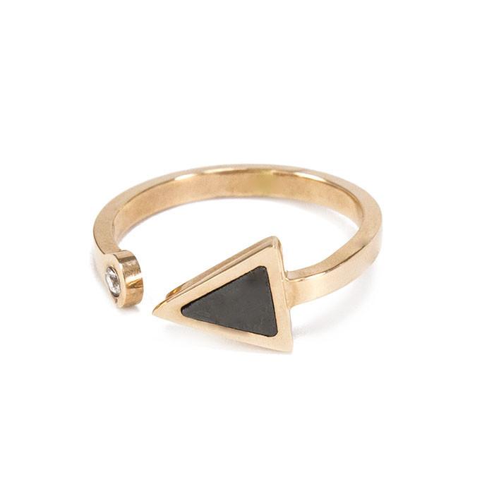 Кольцо Треугольник с черной вставкой Арт. RN074SL (17)