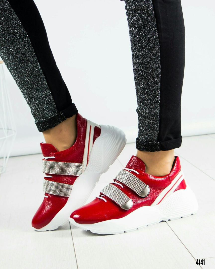 Кроссовки женские  со  стразами красные