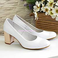 Туфли женские кожаные белые на невысоком каблуке, фото 1