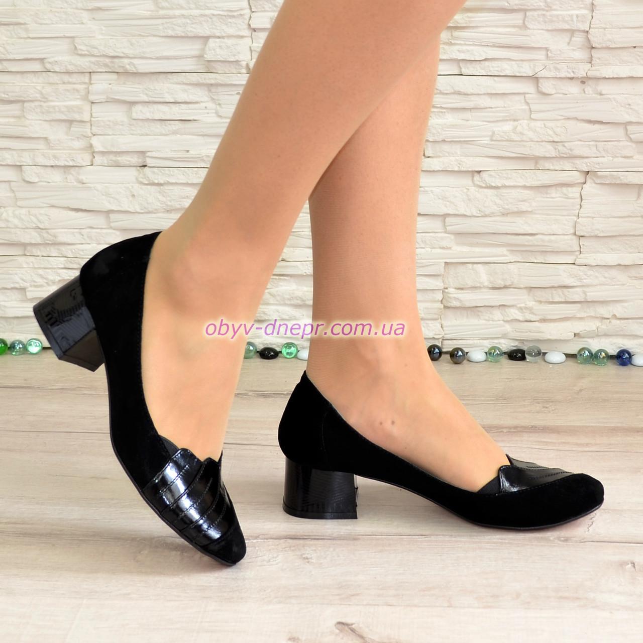 Туфли женские замшевые на невысоком каблуке, декорированы лаковыми вставками