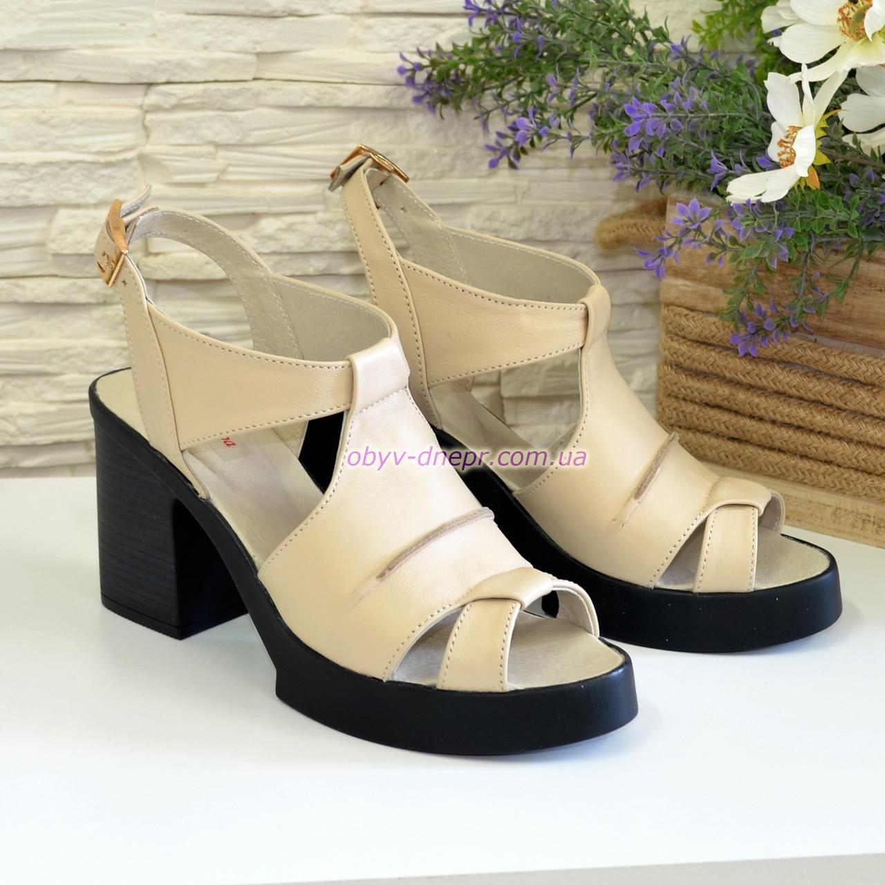 Босоножки кожаные на широком каблуке, цвет бежевый