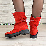 Ботинки женские демисезонные на низком ходу, из натуральной замши красного цвета, фото 4