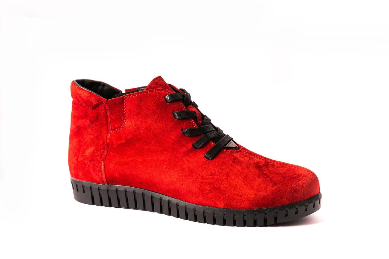 Червоні черевики, живи яскраво!
