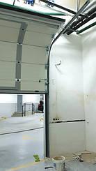 Гаражные секционные ворота с повышенным типом подъема и встроенной калиткой 4