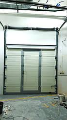 Гаражные секционные ворота с повышенным типом подъема и встроенной калиткой 7