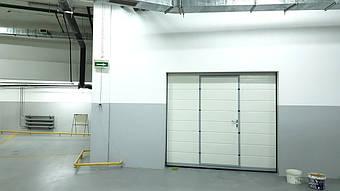Гаражные секционные ворота с повышенным типом подъема и встроенной калиткой 8