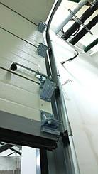 Гаражные секционные ворота с повышенным типом подъема и встроенной калиткой 9