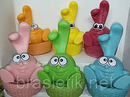 Фигурный набор мыла ручной работы кролик КРОШ в лукошке и свинка НЮША в плетенке. Общий вес 420 г