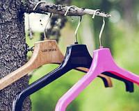 По каким критериям необходимо выбирать вешалки для одежды?