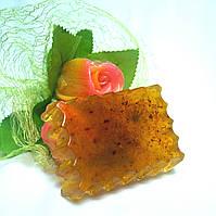 Глицериновое мыло ручной работы с цветом календулы, экстрактом облепихи