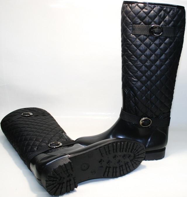 Модные резиновые сапоги женские - агрессивный рельеф подошвы уменьшает риск травмироваться на асфальте, снегу и других поверхностях. 2-сантиметровый каблучок делает походку грациозней.