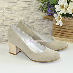Женские светлые туфли на невысоком устойчивом каблуке