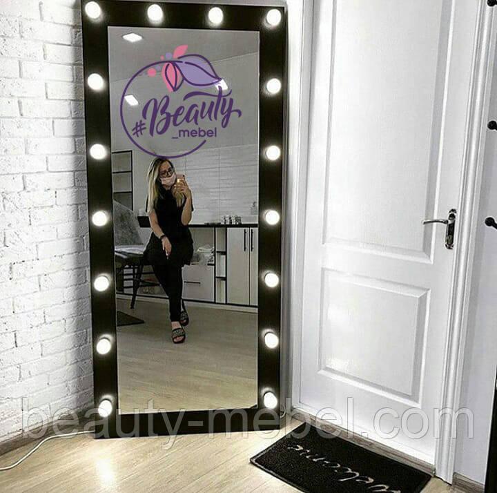 Высокое зеркало с лампами, черный цвет