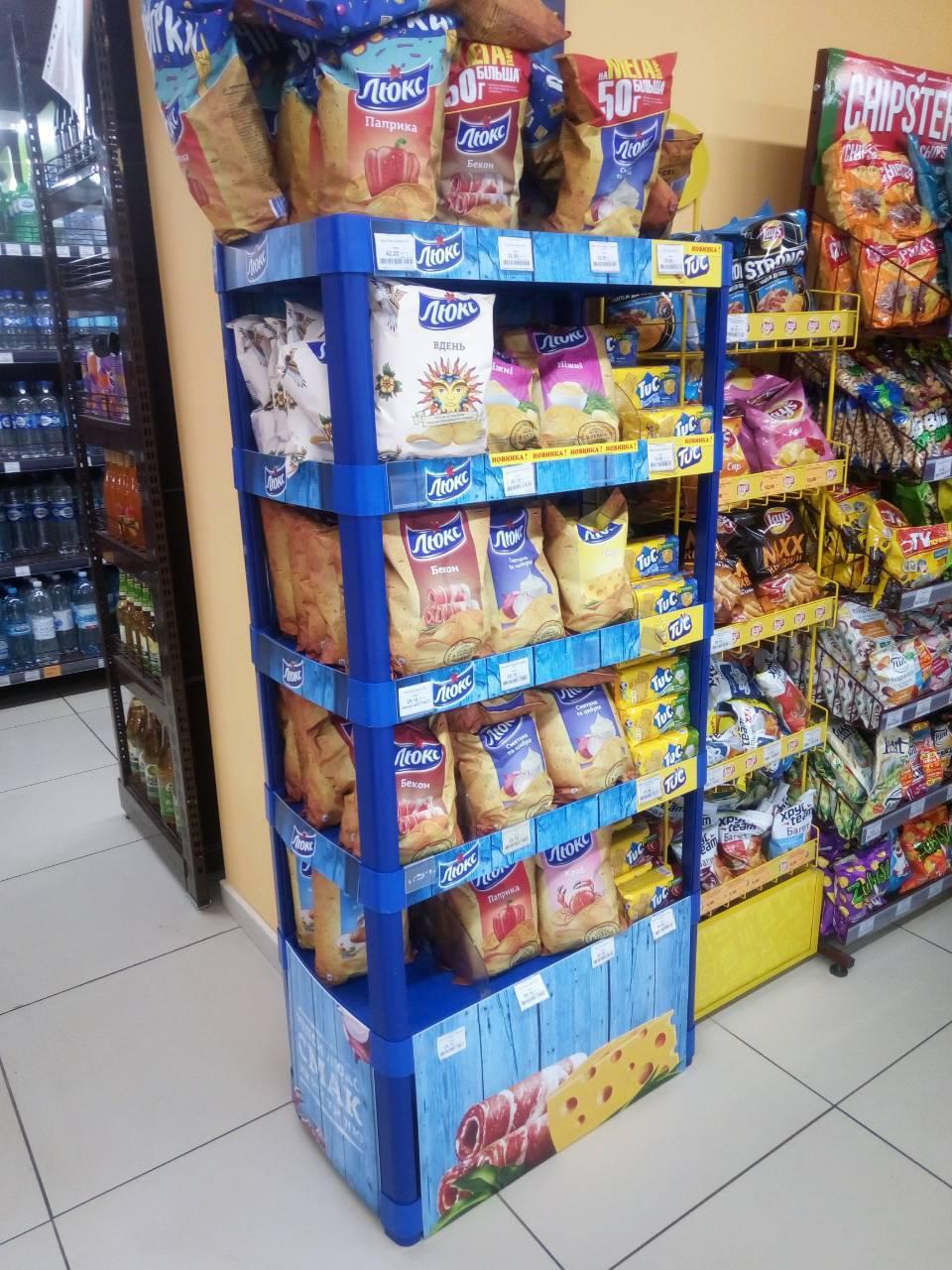 Торговая стойка б/у для магазинов под чипсы, сухарики и др. товары