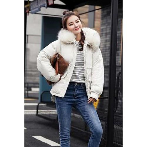 Куртка белая короткая, белый мех на капюшоне  (размер L)-215-04