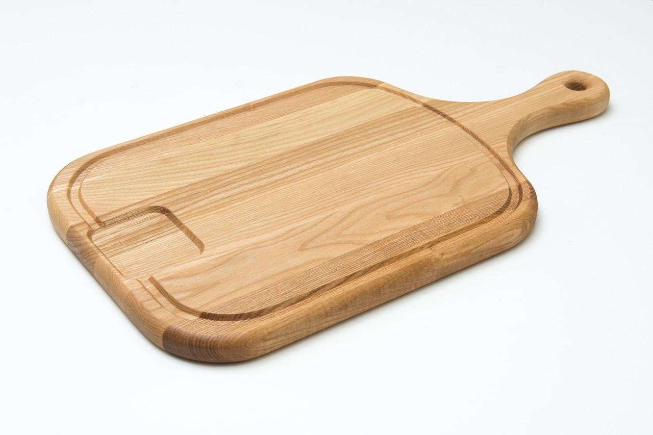 Разделочная доска с деревянной ручкой, сточным желобком и приемником, размером 25х45