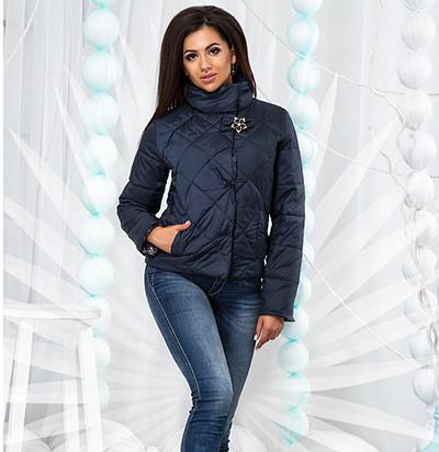 Демисезонная стеганая куртка с горлом 822579