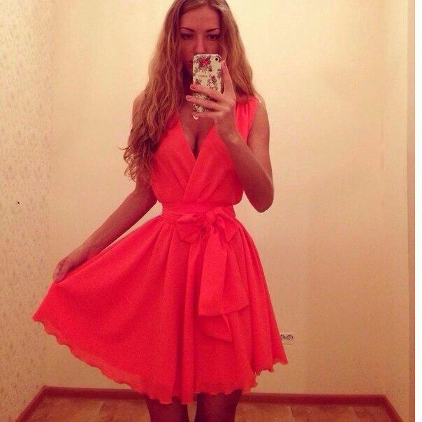 Кокетливое платье с поясом