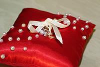 Красная свадебная подушка «Ажур»