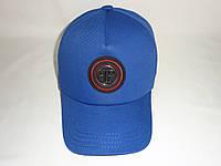 Модная синяя кепка