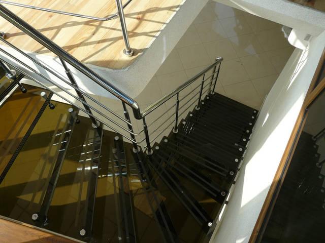 Лестница из стекла и металла, г. Луцк 2