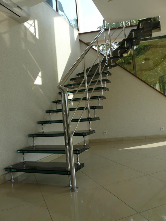 Лестница из стекла и металла, г. Луцк