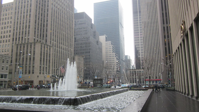 Раздел Кофты с воротником - фото teens.ua - Нью-Йорк,6 авеню,фонтан у Сhase 1251,Рокфеллер центр