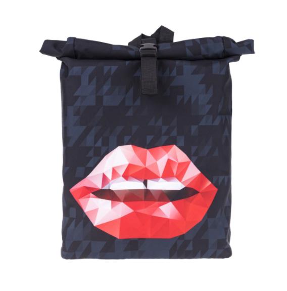 Стильный рюкзак с принтом.