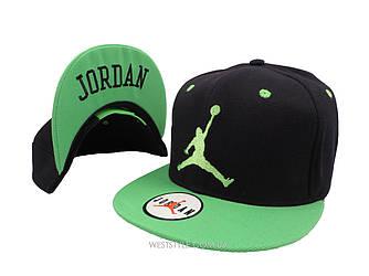 Чёрная кепка Jordan с салатовым козырьком (реплика)