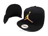 Чёрная кепка Jordan с желтым логотипом
