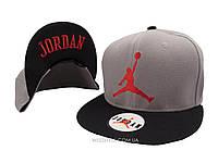 Серая кепка Jordan с черным козырьком